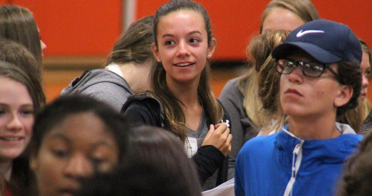 Closeup of freshmen milling around in a crowd at orientation