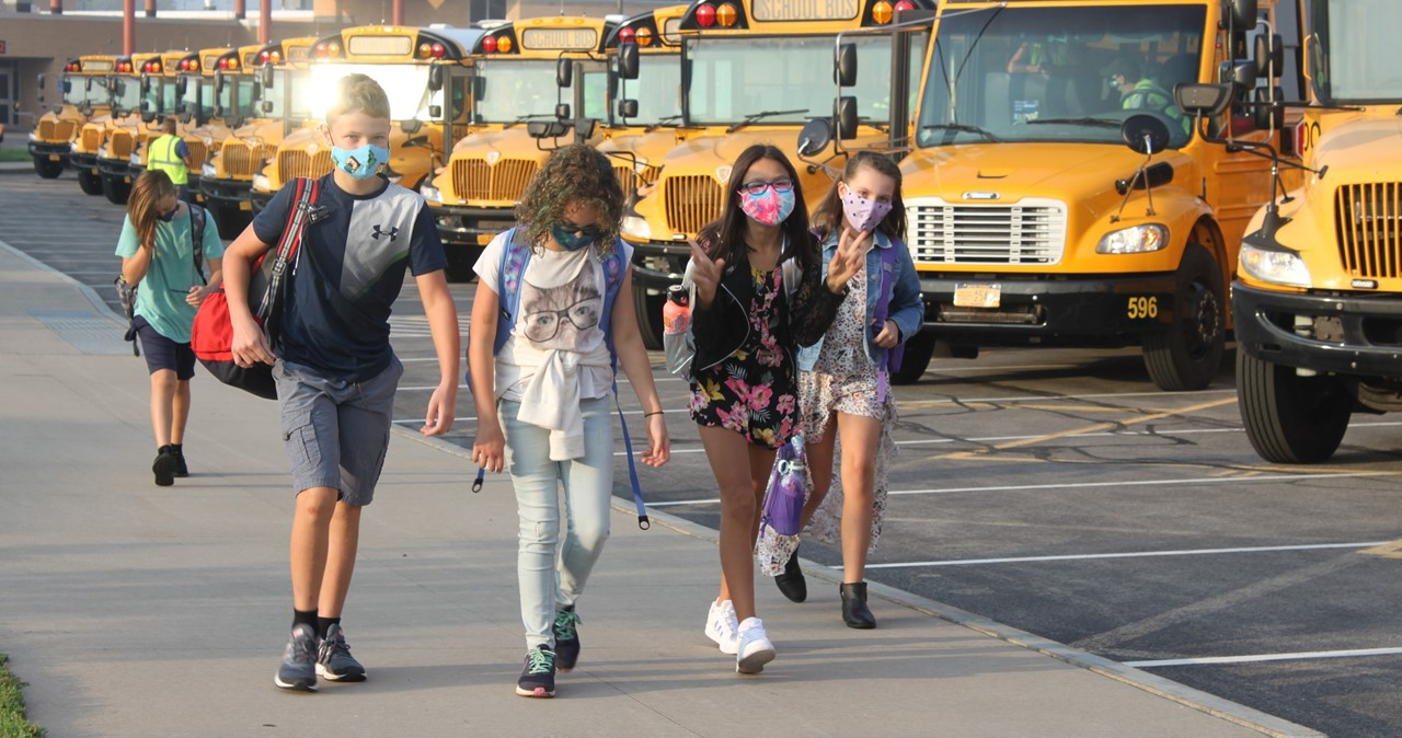 MS students arriving from the bus loop