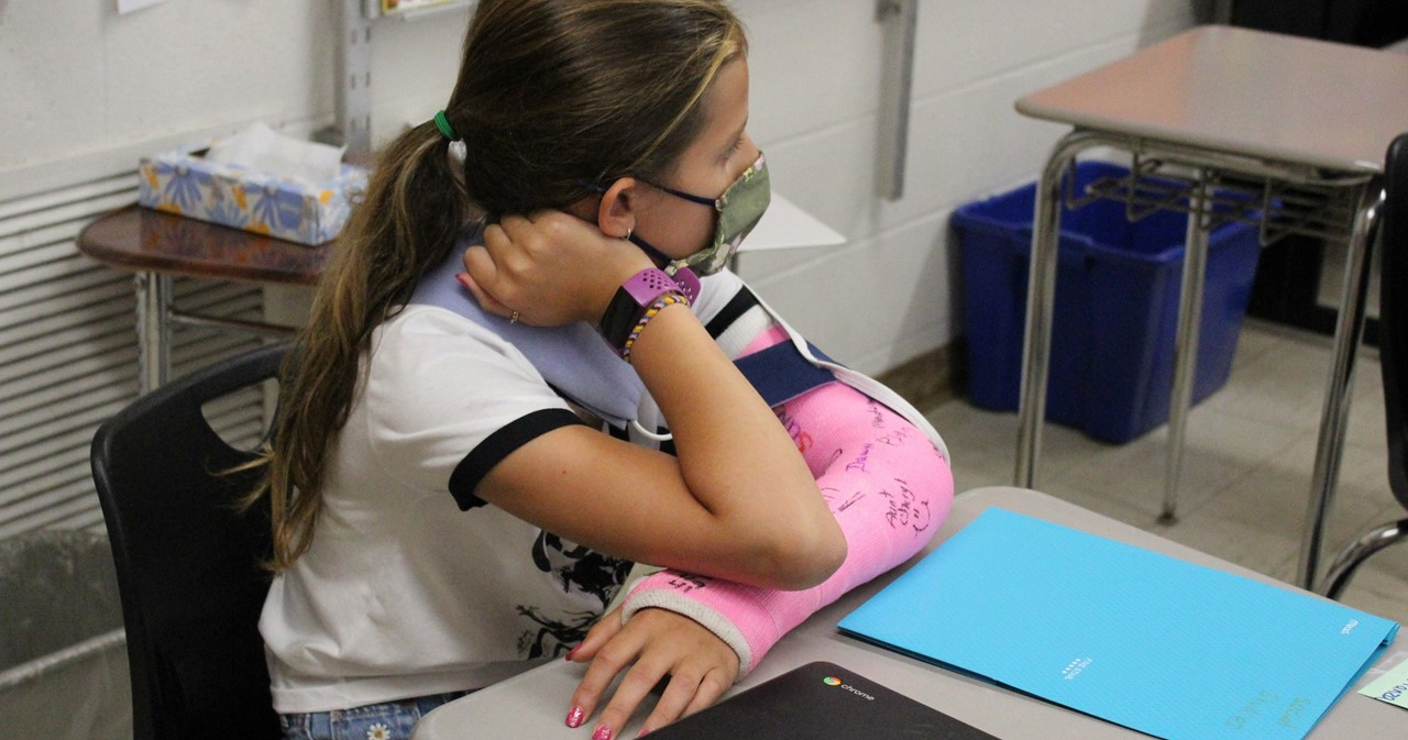 Student with pink cast on arm